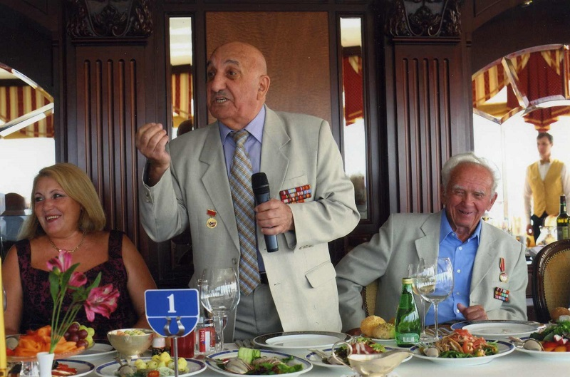 На праздновании 80-летнего юбилея Цатурова Э.А.