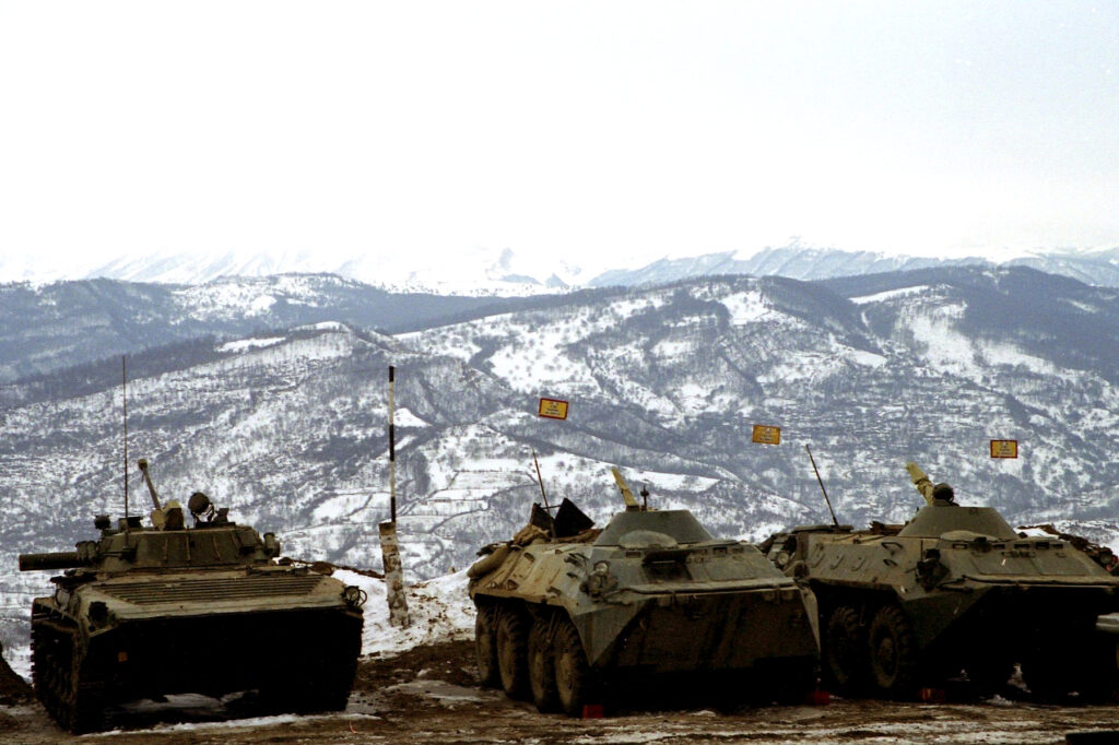И смотрят на горы стволы БТР. март 2005, Балансу.