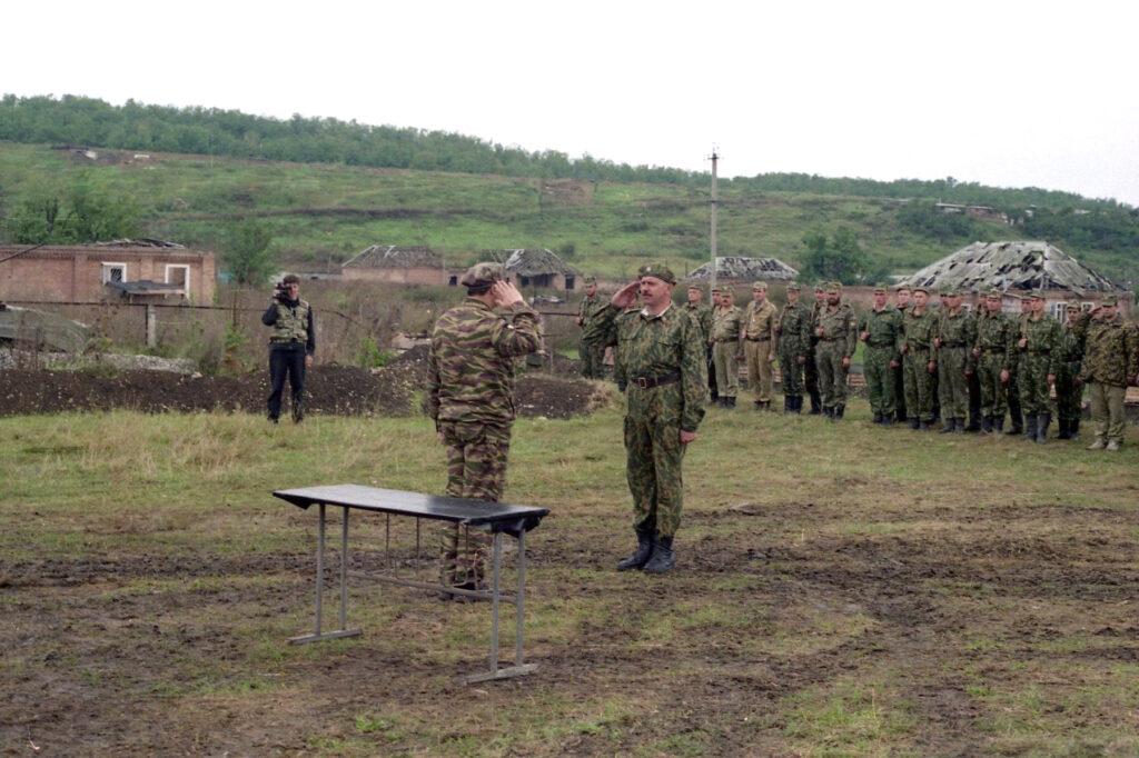 Кузовлевская бригада построена. Окрестности Серноводска. Октябрь 1996 г.