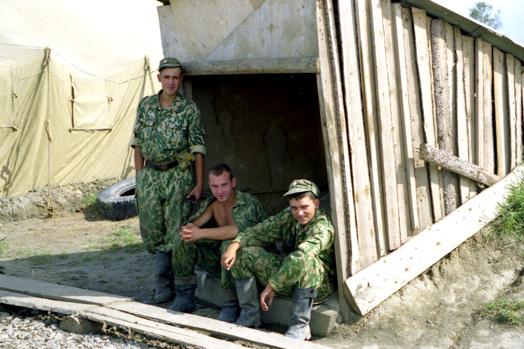 Нам и рай в шалаше. Кизляр. октябрь 1999 г.