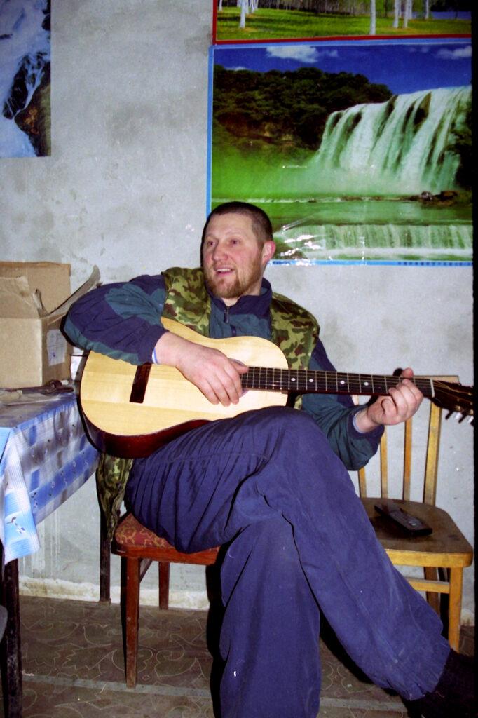Нам песня строить и жить помогает. Грозный февраль 2002 г.