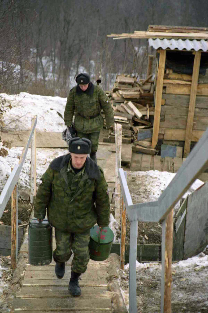 Обед для дежурной службы. Балансу, март 2004 год.
