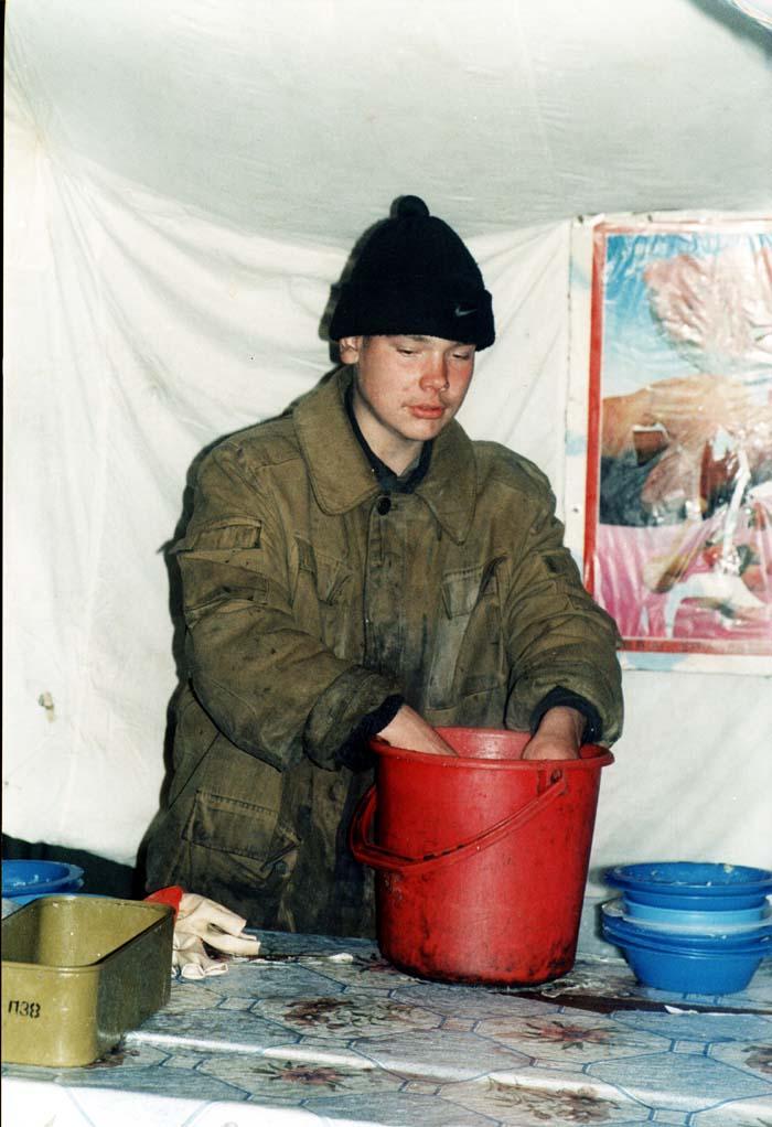 Посуда должна быть чистой. Автуры, февраль 2002 г.