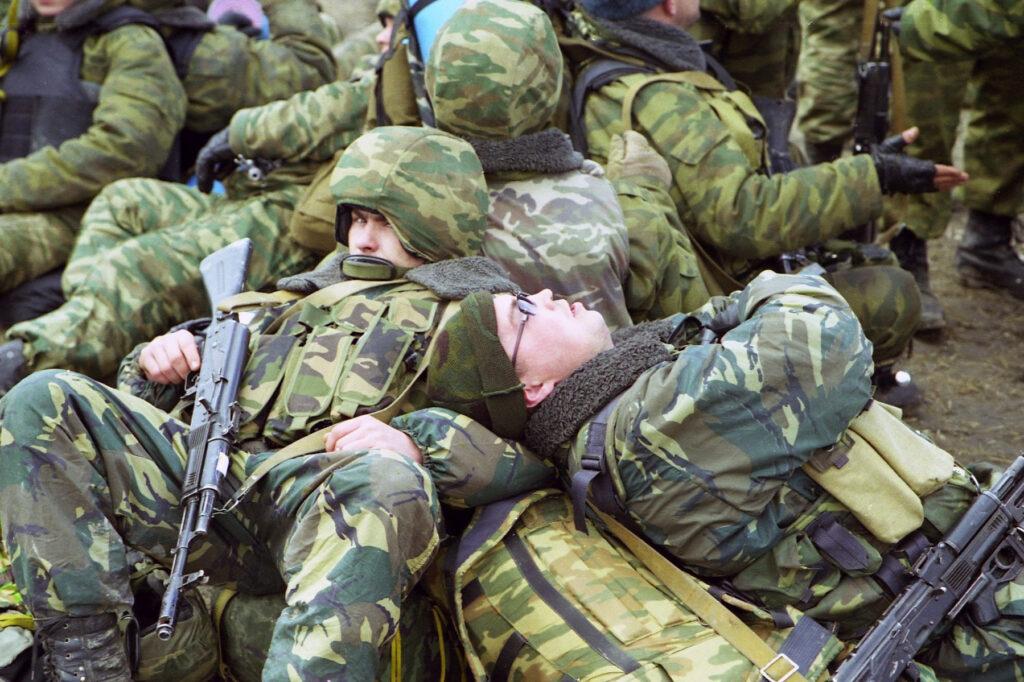 Солдат спит - служба идёт. Ханкала. Март 2003 г.