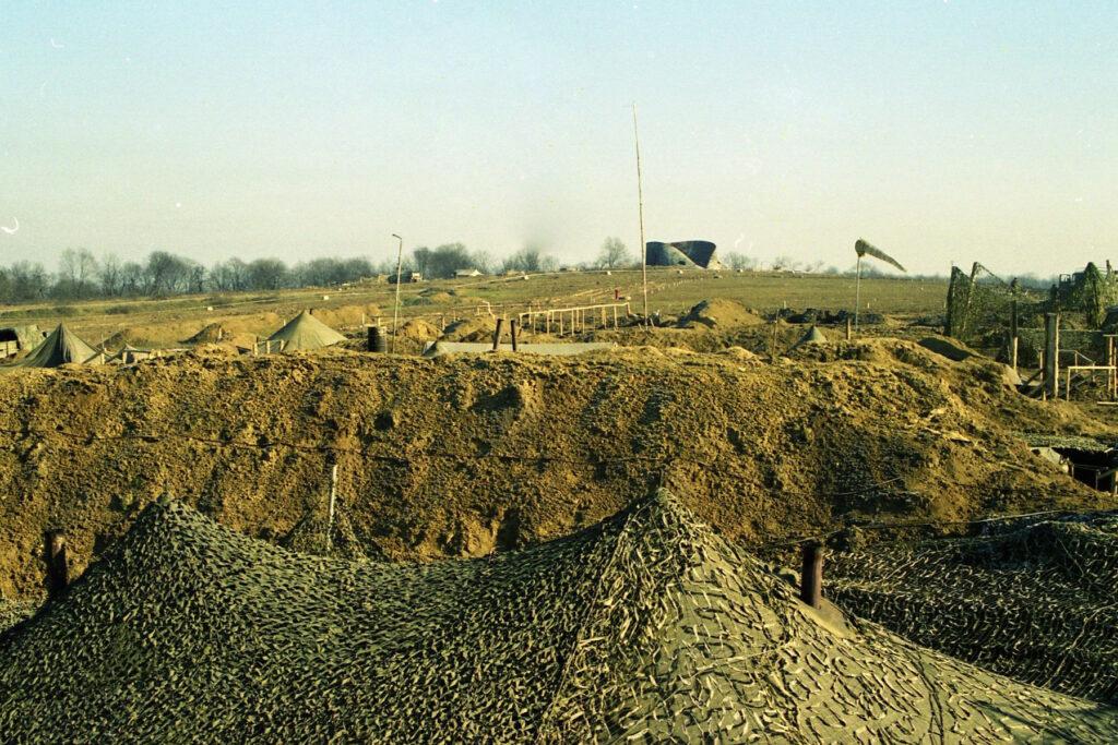Вид на лагерь группировки Запад. Окрестности Центорроя. Февраль 2002 г.