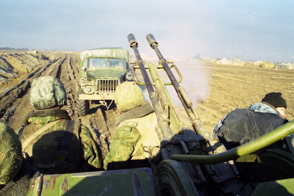 Выдвижение инжереной разведки. Окрестности Курчалоя. Февраль 2002 г.
