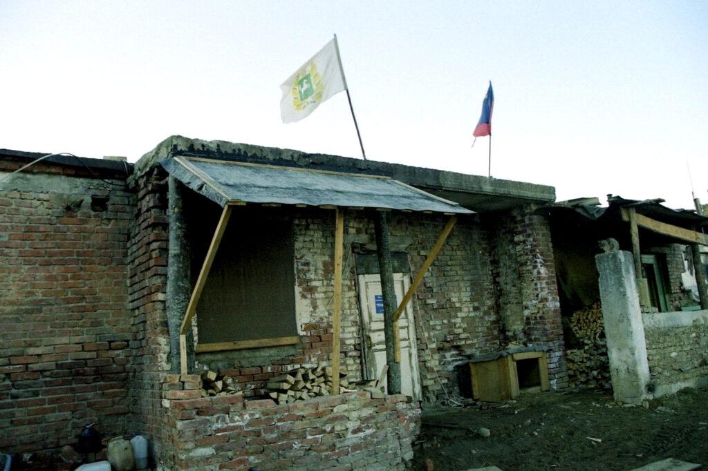 Здесь живёт томский СОБР. март 2003 г. Горный Аллерой.