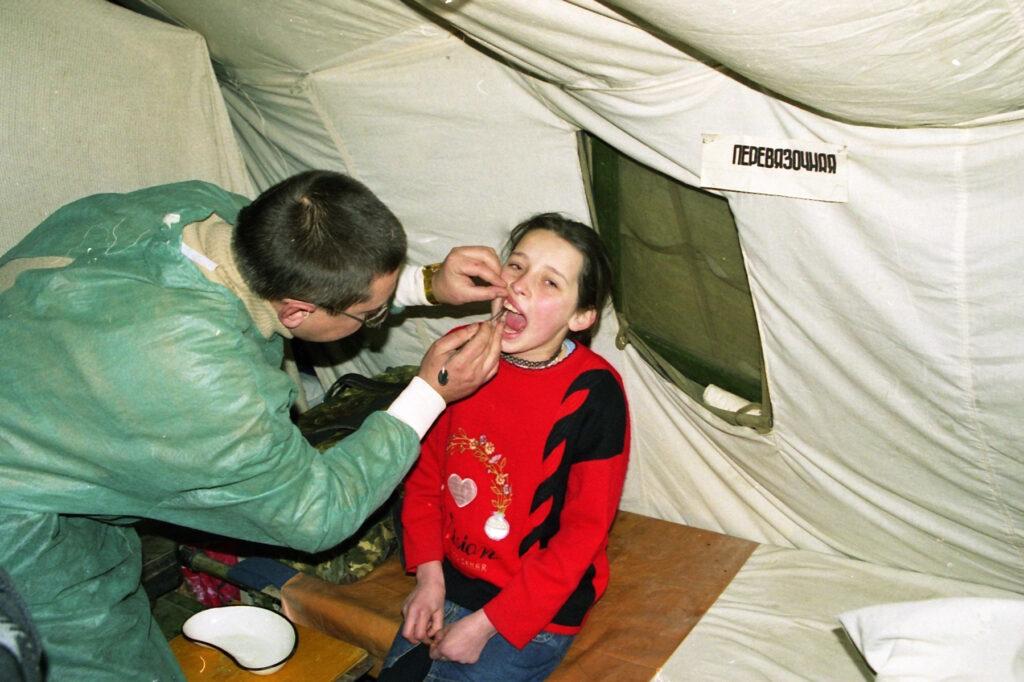 Зубы болят и в бомбёжку. Автуры. Февраль 2002 г.