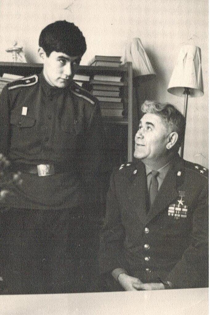 Фото Ф. А. Сабирова с сыном