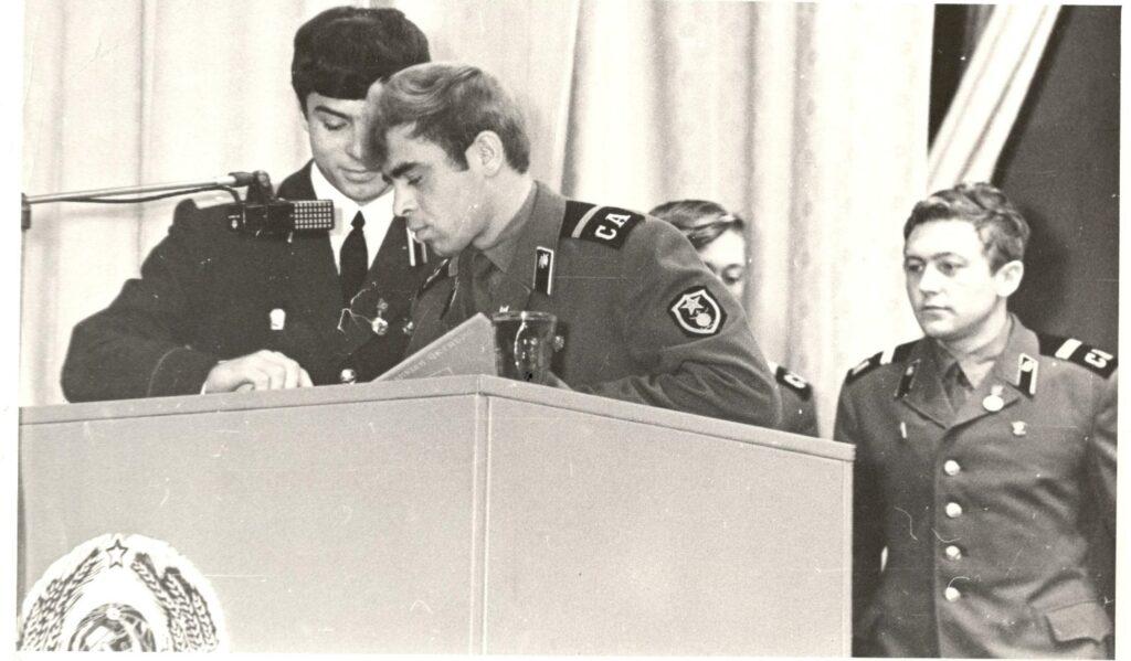 1977 г. На трибуне лучшие воины-комсомольцы 1502 ВСО