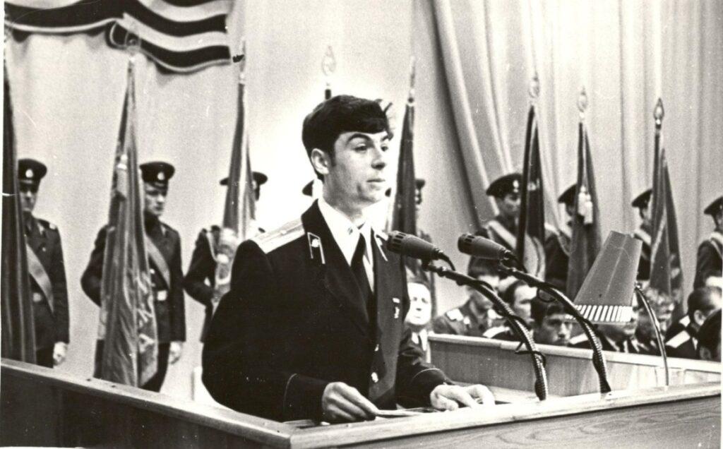 1978 г. Выступаю на торжественном собрании, посвящённом Дню Победы