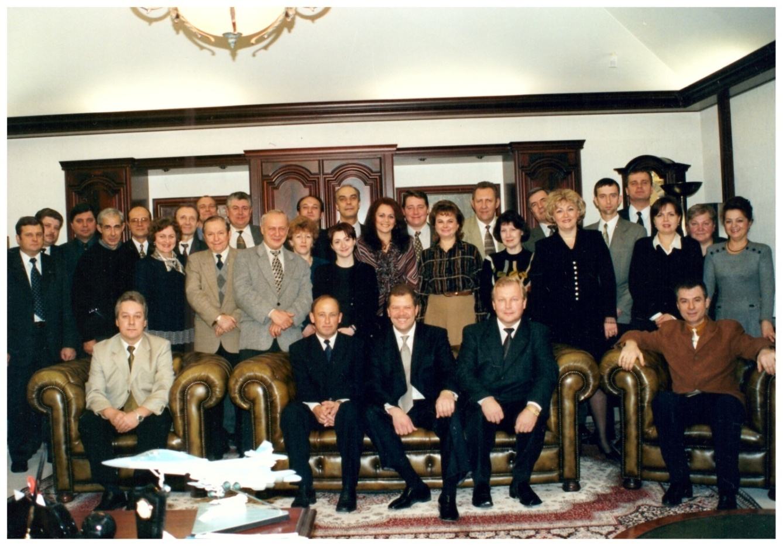 1998 г. На фото сотрудники ОАО «Карготранс»