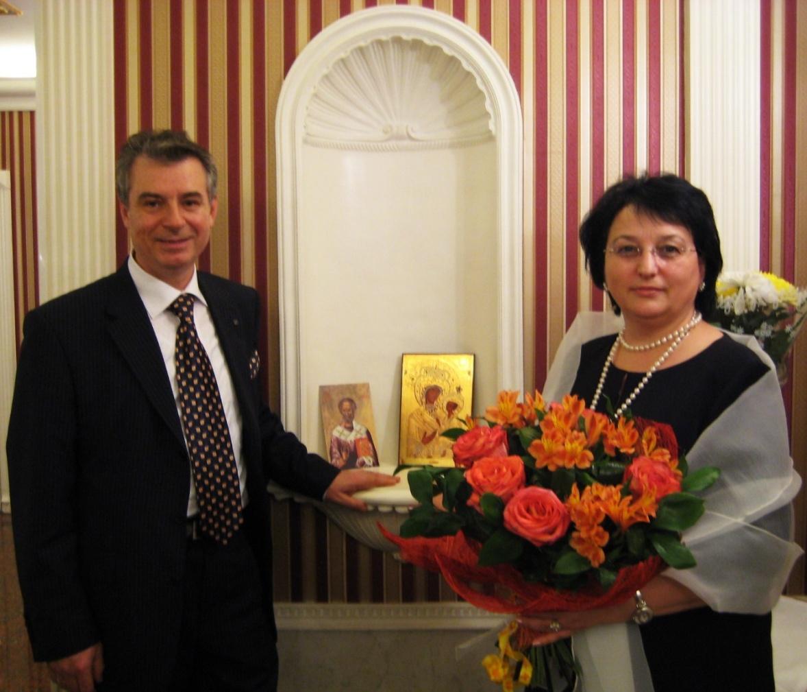 С женой Галиной Степановной в браке уже 42 года. Воспитали сына - Сергея и дочь – Екатерину. У нас подрастают трое внуков.